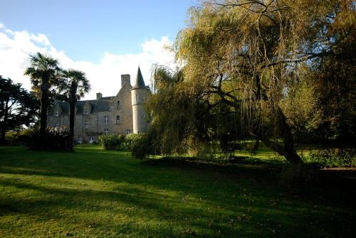 Château de Kergouanton : Bed and Breakfast near Trézény
