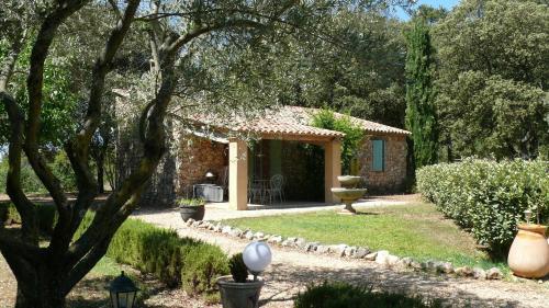 Les Bastides de l'Auviduery : Guest accommodation near Aups