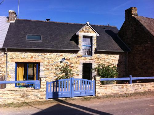 Au Beau Gîte : Guest accommodation near Maure-de-Bretagne