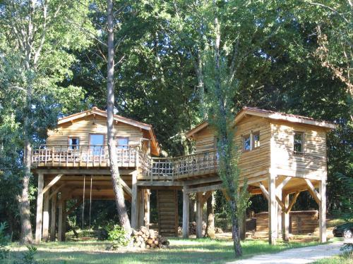 Les Cabanes du Tertre : Guest accommodation near Mouzens