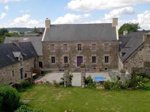Les Toiles de Lin : Bed and Breakfast near Saint-Connec