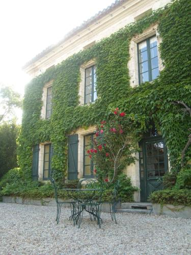 L'Appartement, Manoir de Longeveau : Guest accommodation near Saint-Quentin-de-Chalais