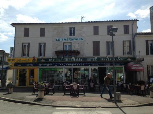 Hotel Thermalia : Hotel near Saint-Romain-de-Benet