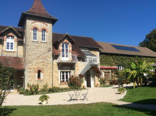 Chambres d'hôtes Le Relais de la Perle : Bed and Breakfast near Courbouzon