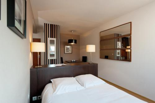 Ténéo Apparthotel Bordeaux Gare Saint Jean : Guest accommodation near Bègles