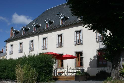 Le Clos Auvergnat : Bed and Breakfast near Larodde
