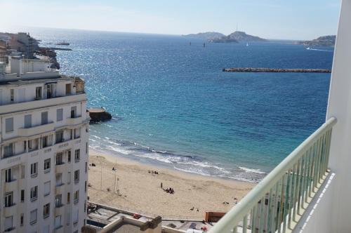 Appartement T3 Pharo - Vue panoramique sur Notre Dame et la plage des Catalans : Apartment near Marseille 7e Arrondissement