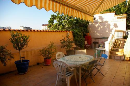 Maison de ville proche vieux port et sncf : Guest accommodation near Marseille 16e Arrondissement