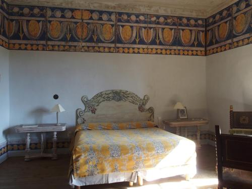 Château des Marcilly Talaru : Bed and Breakfast near Sauvain