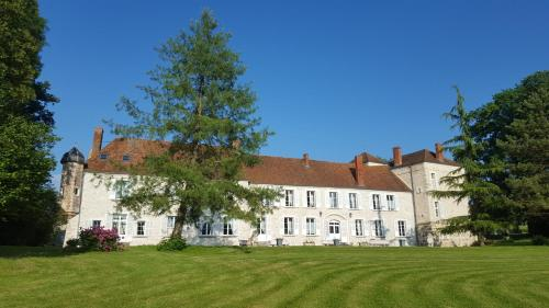 Chateau de Cuisles : Bed and Breakfast near Saint-Agnan