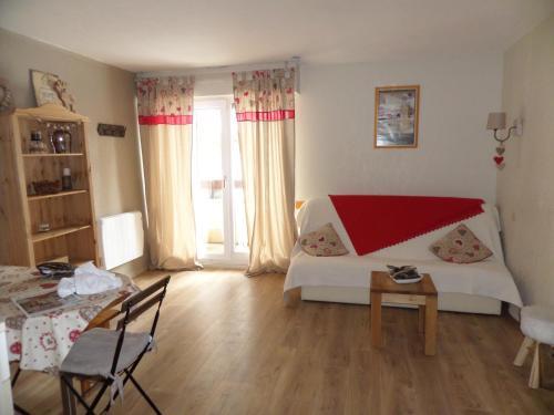 Appartements Les Balcons du Soleil : Apartment near Estavar