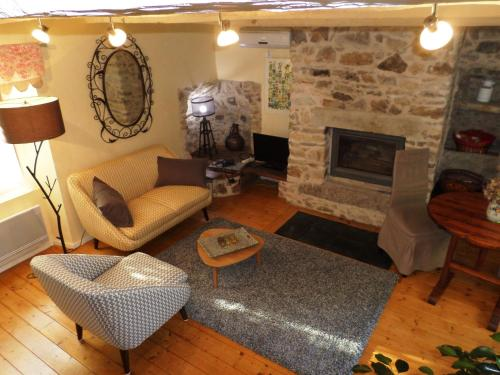 La Belle Poule - FAVEROLLE : Guest accommodation near Morlhon-le-Haut