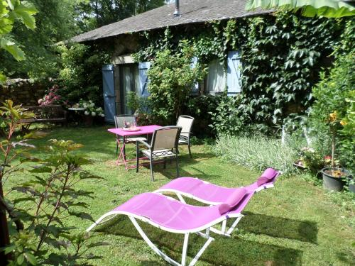 La Belle Poule - SEBRIGHT : Guest accommodation near Morlhon-le-Haut