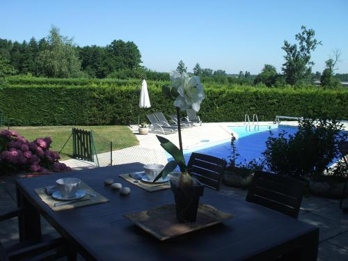 Les Varennes : Bed and Breakfast near Perreux