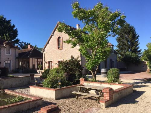 La Fontaine du Tonneau : Bed and Breakfast near Guilly