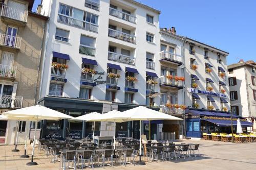 Hôtel Le Square : Hotel near Aurillac