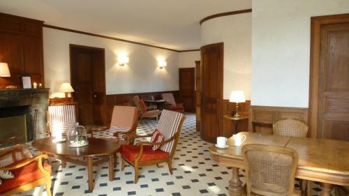 La Grande Maison du Morvan : Bed and Breakfast near Michaugues