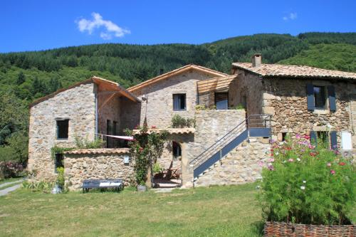La Demeure des Maitres : Bed and Breakfast near Chirols