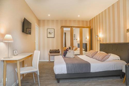 Hôtel & Spa Le Petit Castel Beuzeville-Honfleur : Hotel near Vieux-Bourg
