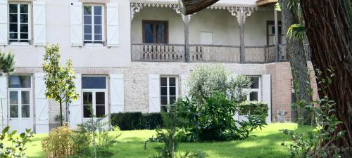 La Belle Montoise : Bed and Breakfast near Bellesserre