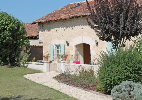 Le Chai, Manoir de Longeveau : Guest accommodation near Montboyer