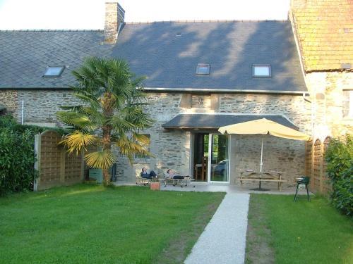 Gîtes du Vieux Presbytère : Guest accommodation near Baguer-Pican