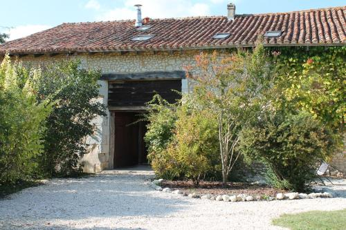 La Granerie, Manoir de Longeveau : Guest accommodation near Courlac