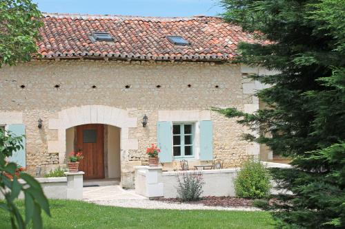 La Distillerie, Manoir de Longeveau : Guest accommodation near Montboyer
