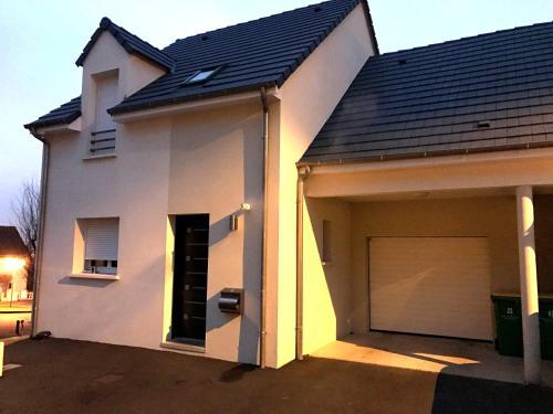 Maison neuve 24 heures du Mans : Guest accommodation near Pruillé-le-Chétif