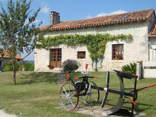 Le Cottage, Manoir de Longeveau : Guest accommodation near Courlac