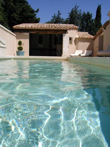 Chambre d'hôte Anais : Guest accommodation near Eyguières