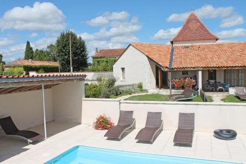 Le Figuier, Manoir de Longeveau : Guest accommodation near Courlac