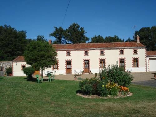 Gite Forestier Gentil : Guest accommodation near Vezins