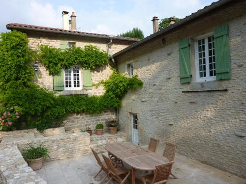 Moulin de charme au jardin : Guest accommodation near La Genevroye