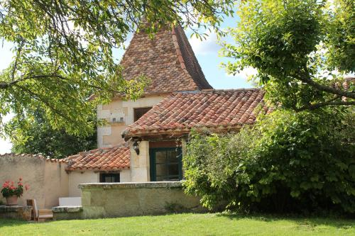 Le Pigeonnier, Manoir de Longeveau : Guest accommodation near Saint-Romain