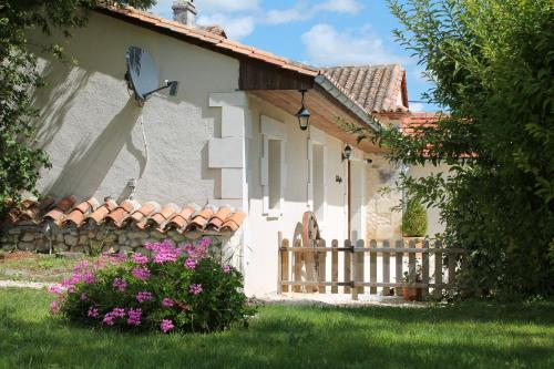 La Grangette, Manoir de Longeveau : Guest accommodation near Saint-Romain