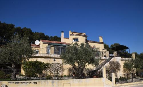 Villa Violette : Bed and Breakfast near Le Rove