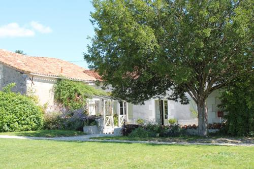 La Petite Ferme, Manoir de Longeveau : Guest accommodation near Saint-Romain