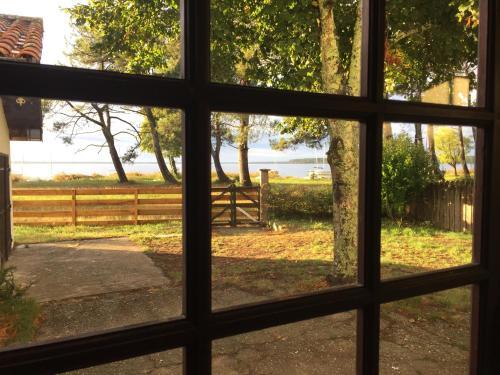 Maison les pieds dans l'eau : Guest accommodation near Saumos