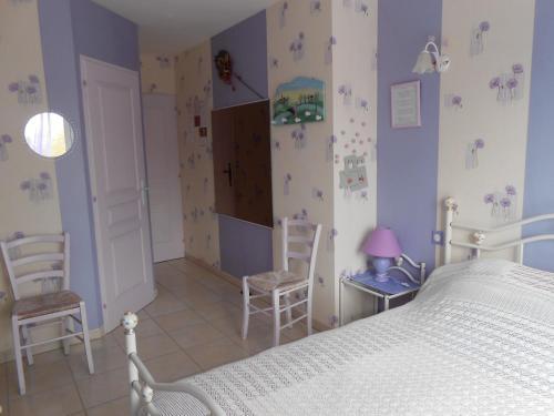 La Roche bleue : Bed and Breakfast near Saint-Laurent-de-la-Prée