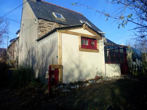 La petite maison : Guest accommodation near Trézény