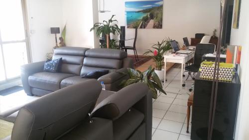 Monplaisir Tranquille Chez Nous : Guest accommodation near Vénissieux