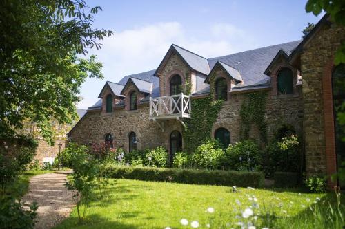 Château de la Basmaignée : Guest accommodation near Laval