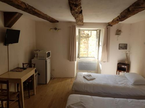 La maison d'Angèle : Guest accommodation near Cornus