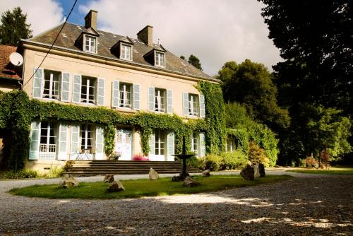 Chateau de Memanat : Guest accommodation near Saint-Dizier-Leyrenne