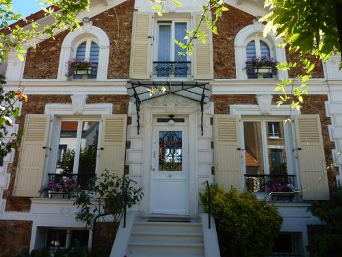 Maison Romantique : Bed and Breakfast near Neuilly-Plaisance