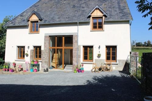 Normandy Gite Holidays : Guest accommodation near Guéhébert