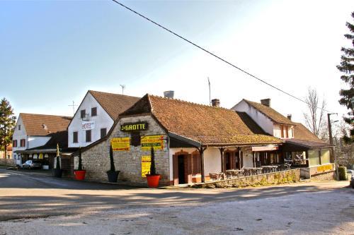 Hotel La Grotte : Hotel near Branges
