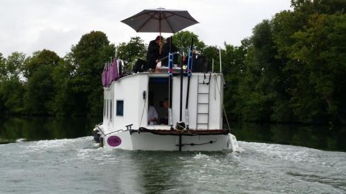 Bateau houseboat camille : Guest accommodation near Charleville-Mézières