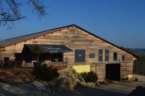 Les Loges de Carlat : Guest accommodation near Valprionde